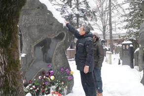 Kadir İnanır: Nazımın mezarı Türkiyeye getirilmeli