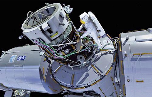 Astronotların uzay yürüyüşü yapmalarını canlı olarak