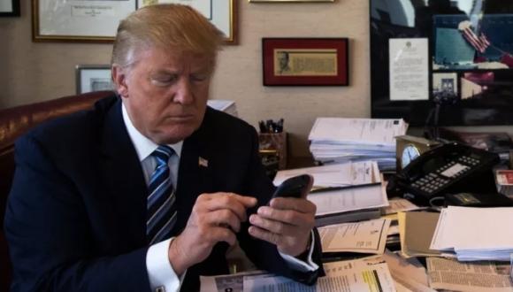 Trumpın telefonu