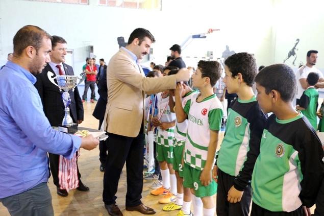 Okullararası Futsal, Masa Tenisi Turnuvasının Ödüllerini Kaymakam Yosunkaya