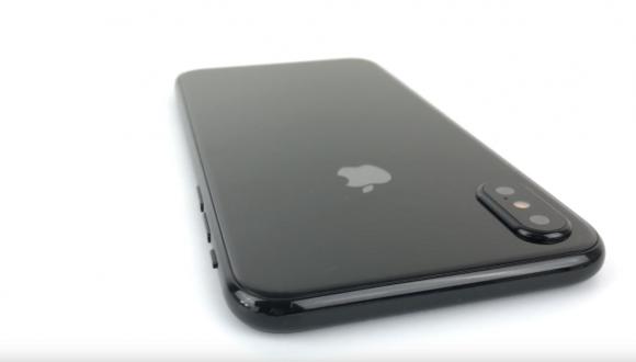 iPhone 8i en ayrıntılı gösteren
