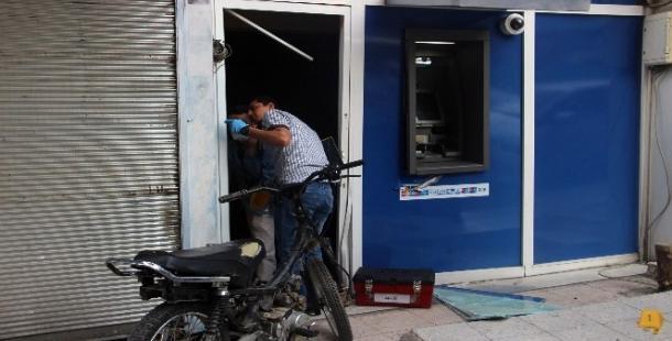 Urfa'da kaza! Motosiklet ile ATM'ye daldı