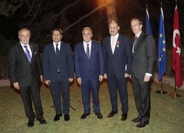 Fransa'nın en prestijli Legion d'Honneur ödülü Kasım Gülpınar'a verildi