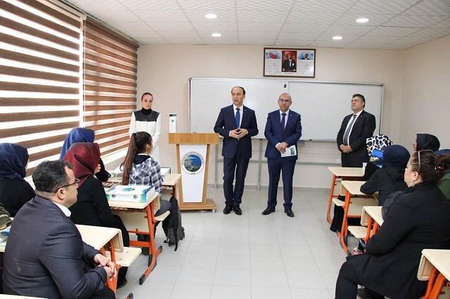 VALİ ERİN BOZOVA'DA MUHTARLAR, ÖĞRENCİLER VE VATANDAŞLARLA