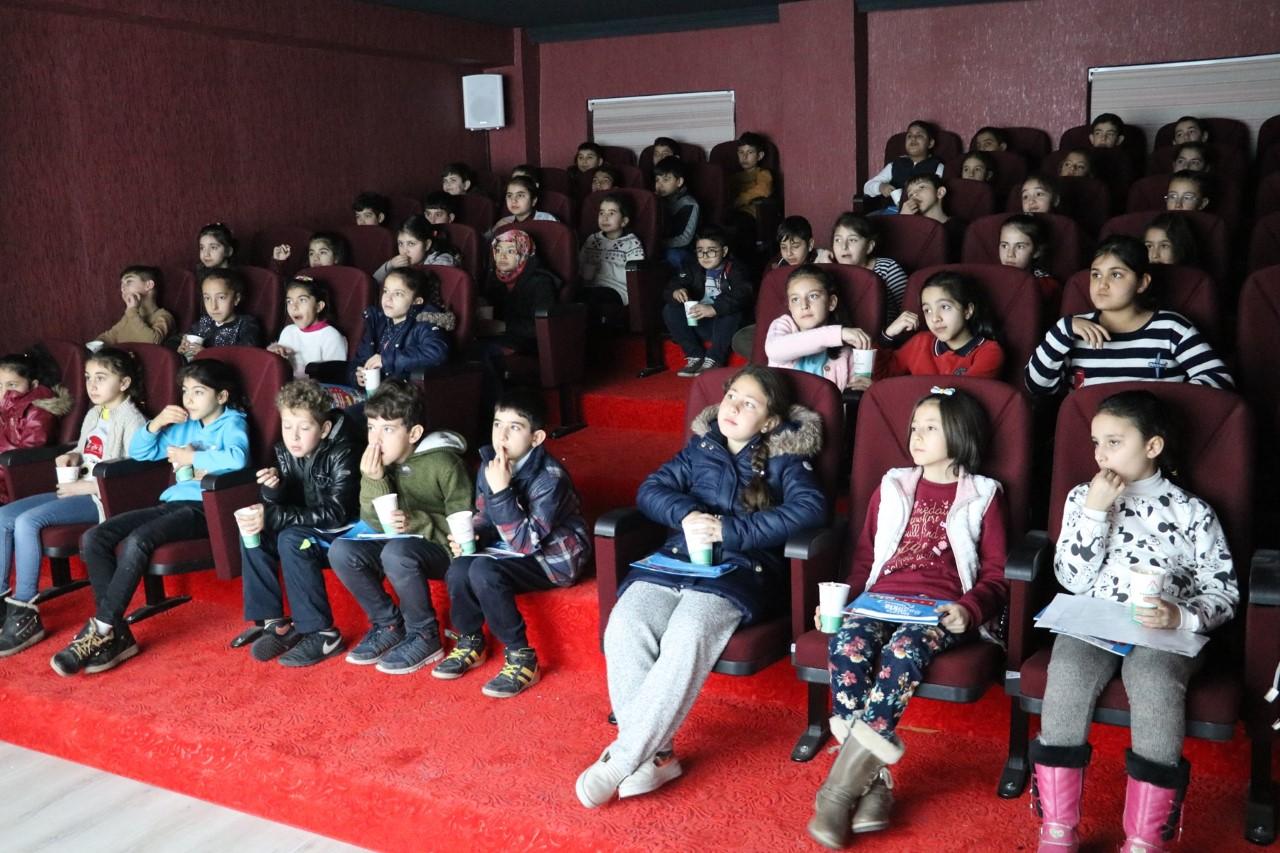 KARAKÖPRÜ'DE ÇOCUK HAKLARI FİLM FESTİVALİ DÜZENLENDİ