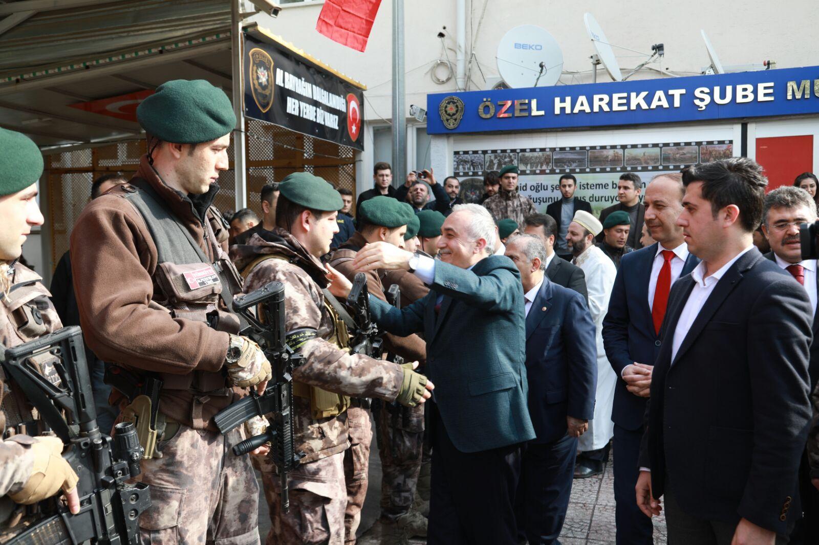 ÖZEL HAREKAT POLİSLERİ DUALARLA