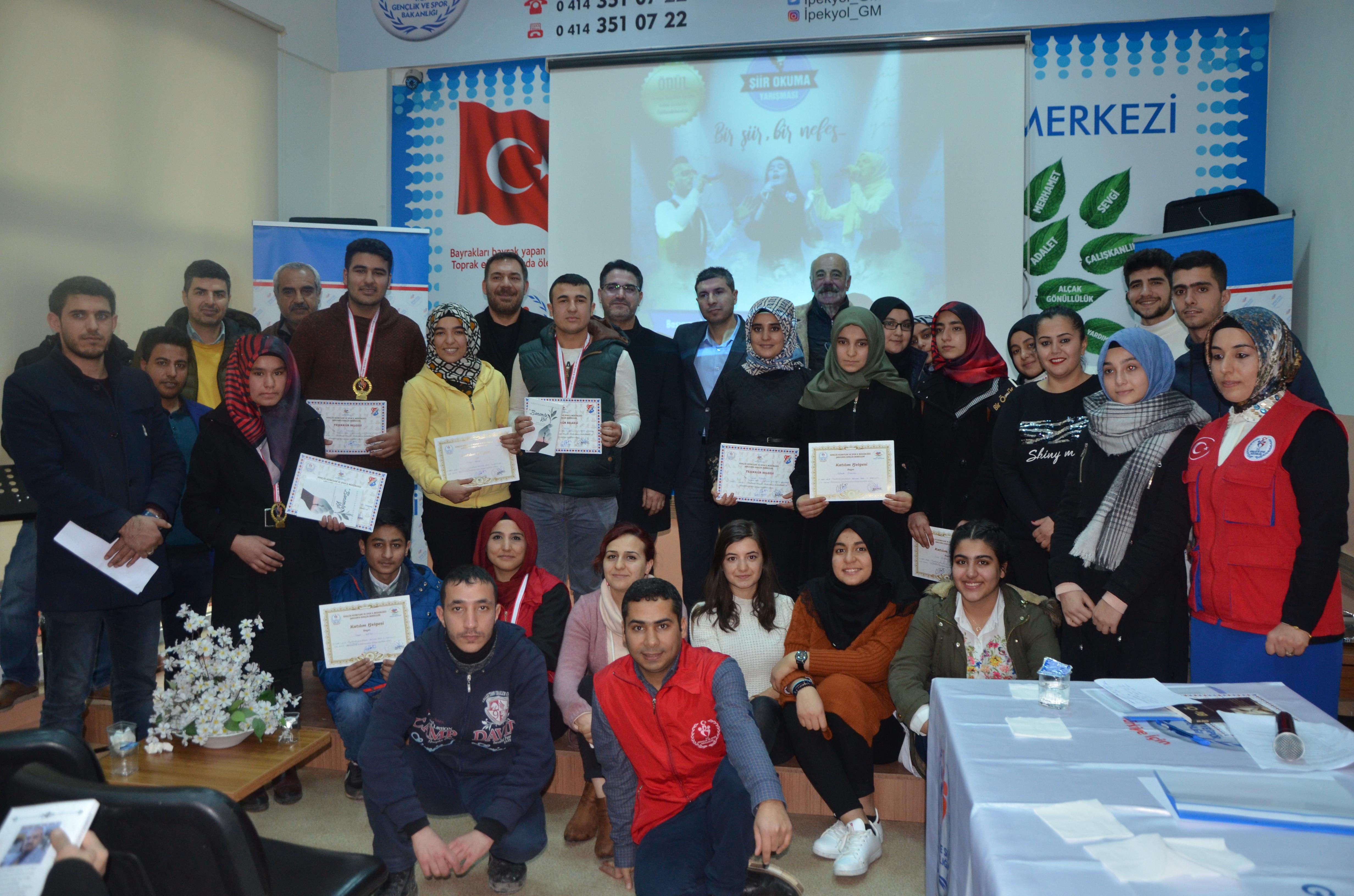 İpekyol Gençlik Merkezinde Gençlerarası Şiir Okuma Yarışması İl Birinciliği