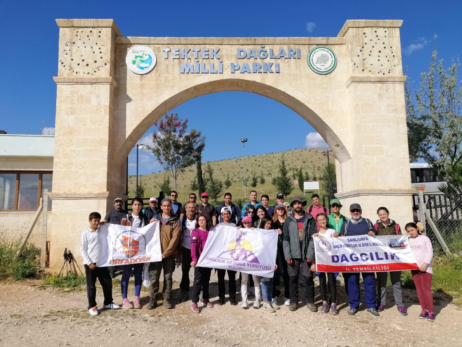 Öğrenci ve Velileri  Tektek Dağları Milli Parkında Yürüdüler.