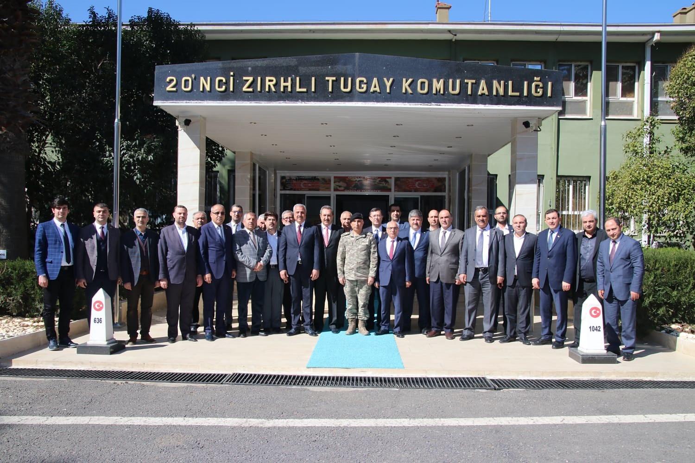 BAŞKAN PELTEK VE BERABERİNDEKİ HEYET'TEN TUĞGENERAL AĞBUGA'YA ZİYARET