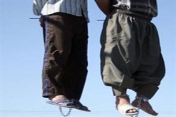 İran bıçaklı gaspçıları idam