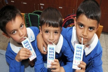 32 bin okulda  60 bin ton Süt
