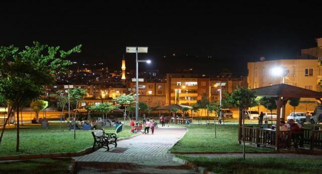 HALİLİYE'DE PARKLAR GECELERİ IŞIL